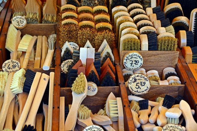 brushes-3433457_640