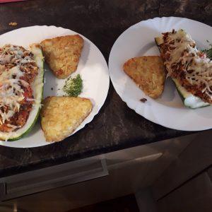 Zucchini mit Bulgur-Hackfleischfüllung
